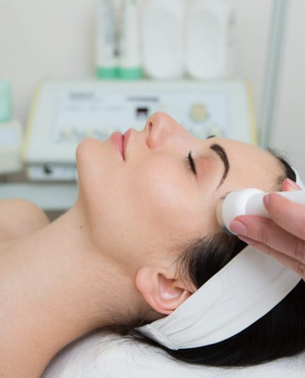 Beautiful,Woman,Getting,Ultrasound,Skin,Cleaning,And,Face,Treatment,At